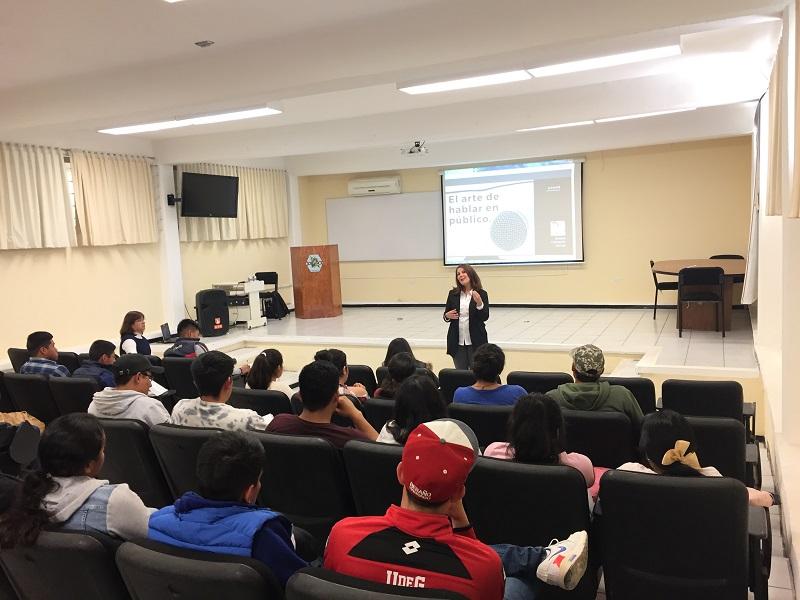"""Conferencia """"El arte de hablar en público"""" por alumnos de IAPr."""
